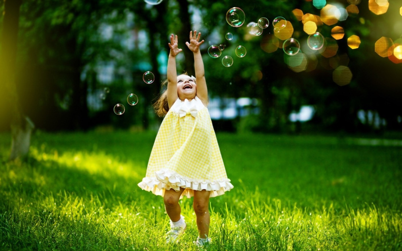 happiness-grass-bubbles-bokeh-trees-little-girl-nature-green-1680x1050.jpg